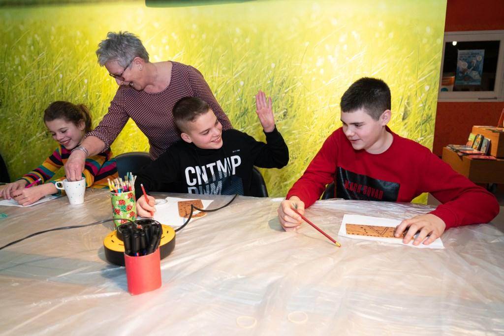 Creatieve tieners in Viaanse Bieb Foto: Nico Van Ganzewinkel © Vianen
