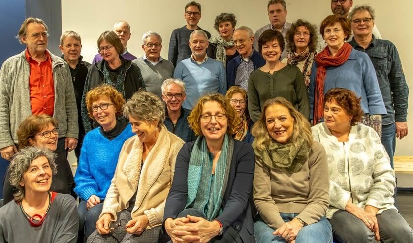 De zangers en zangeressen van Collegium Altena.