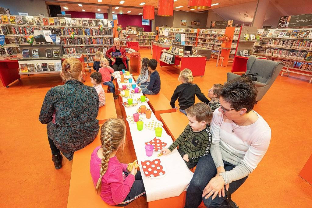 Feestelijk voorlees ontbijt in Bibliotheek Leerdam Foto: Nico Van Ganzewinkel © Leerdam