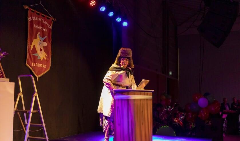 Margret van der Stelt, alias 'Trien', stond zaterdag voor het eerst op het podium van De Dussenaar.