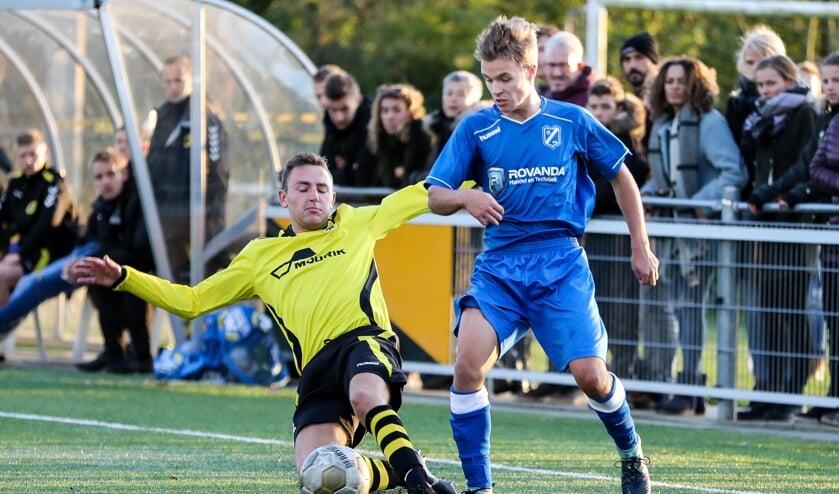 • Op Gelkenes eindigde de derby Groot-Ammers - VVAC in 2-2.