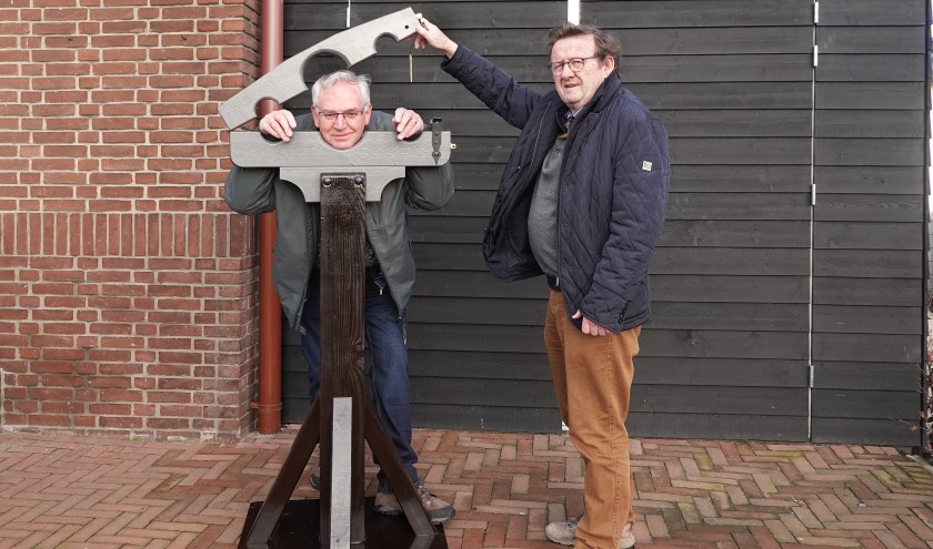 • Klaas den Uil wordt door directeur Bert den Boer in het blok gezet.