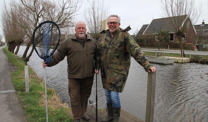 • Cees Noorlander (links) en Frans Hakkesteeg namen afscheid van HSV De Graafstroom.