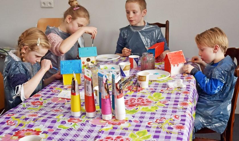 Ongekend Kinderen maken vogelhuisjes voor de mezen   Vianen DH-56