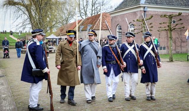• Winterbivak en veldslag Slot Loevestein Foto: Lya Cattel © Bommelerwaard