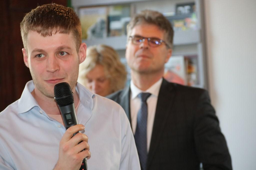 • Ambtenaar Nick van den Tol van gemeente Vijfheerenlanden vertelt over het belang van netwerken.  Foto: Dick Aanen © Vianen