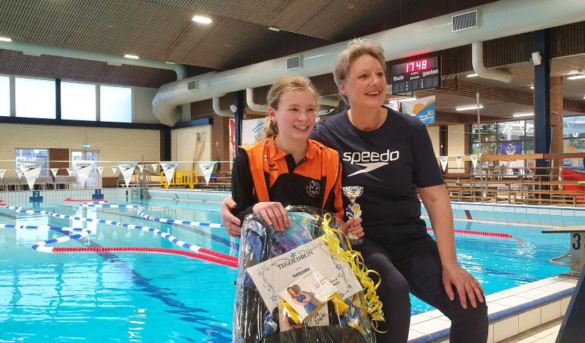 Tess Vonk samen met Lammie Winters van Speedo Nederland.
