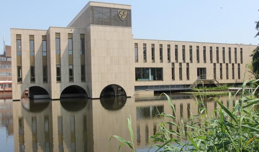 • Het raadhuis van de gemeente Krimpen aan den IJssel.