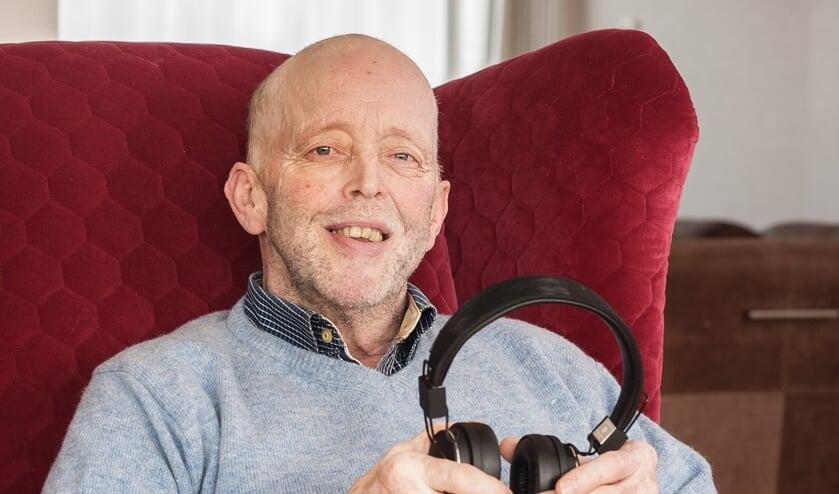 • Waaijer: 'De koptelefoon is na mijn rolstoel mijn belangrijkste hulpmiddel geworden. Zonder luisterboeken zou mijn wereld nog kleiner zijn.'