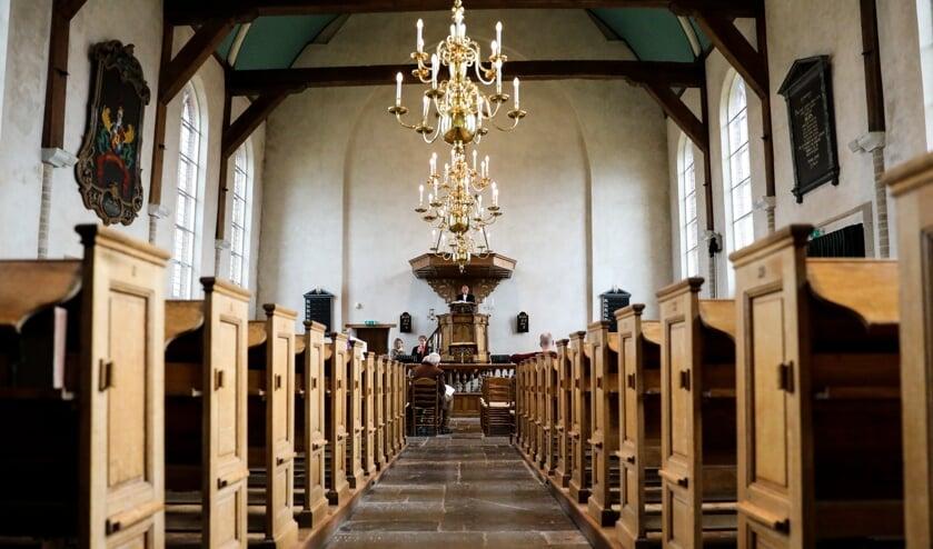 <p>• (Internet)dienst in de vrijwel lege kerk van Giessen-Oudekerk.</p>