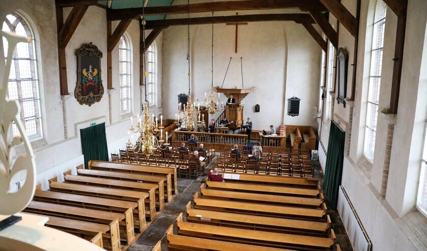<p>• Giessen-Oudekerk: (internet)dienst in een vrijwel lege kerk tijdens de eerste lockdown.</p>