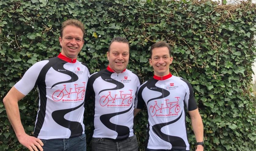 • Ralph van Tuijl met links goede vriend Rico van der Maas en rechts zwager Patrick van Lokven.