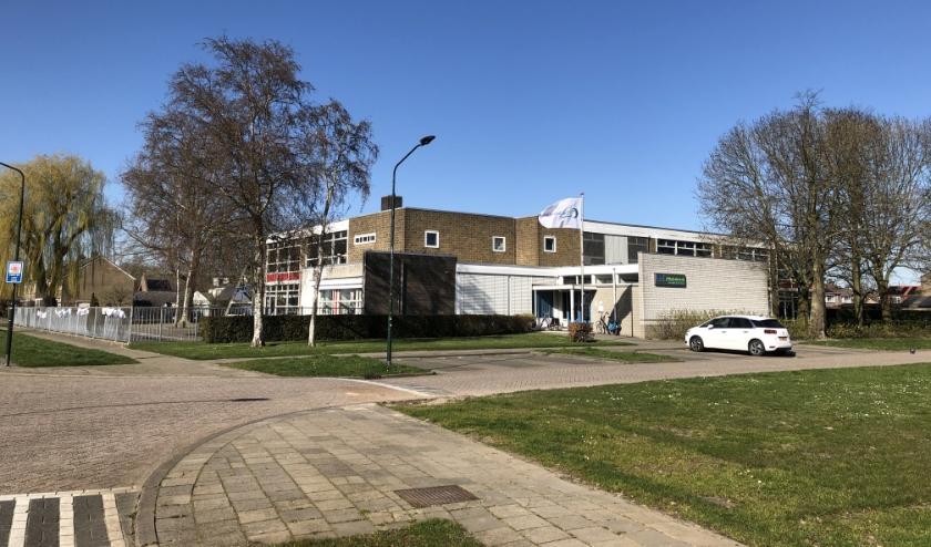 Het gebouw van basisschool d'Uylenborch in Almkerk.