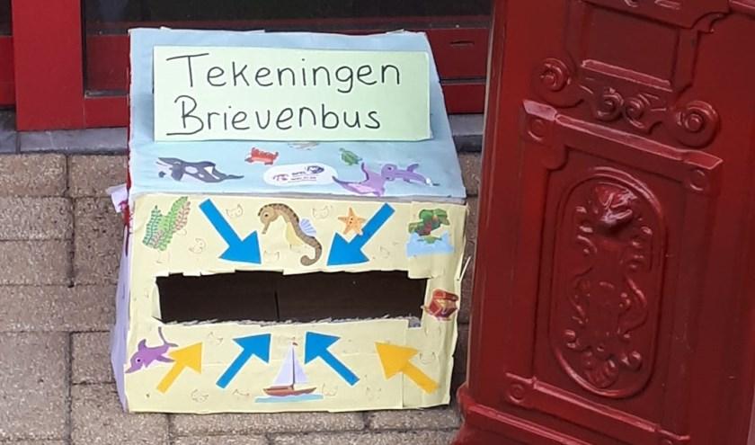 • Deze speciale brievenbus staat bij De Wielewaal in Zaltbommel. Maar ook op tal van andere plaatsen in de Bommelerwaard staan speciale tekeningenbrievenbussen.