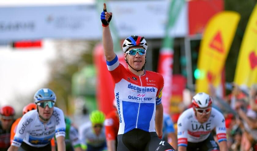 <p>• Fabio Jakobsen wint de eerste etappe in de Ronde van de Algarve 2020.</p>