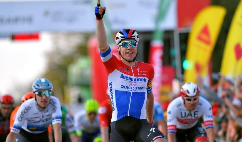 • Fabio Jakobsen wint de eerste etappe in de Ronde van de Algarve 2020.