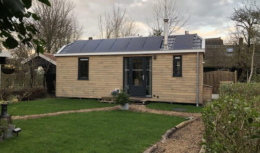 • Linda den Besten woont met veel plezier in haar duurzame tiny house in Ottoland.