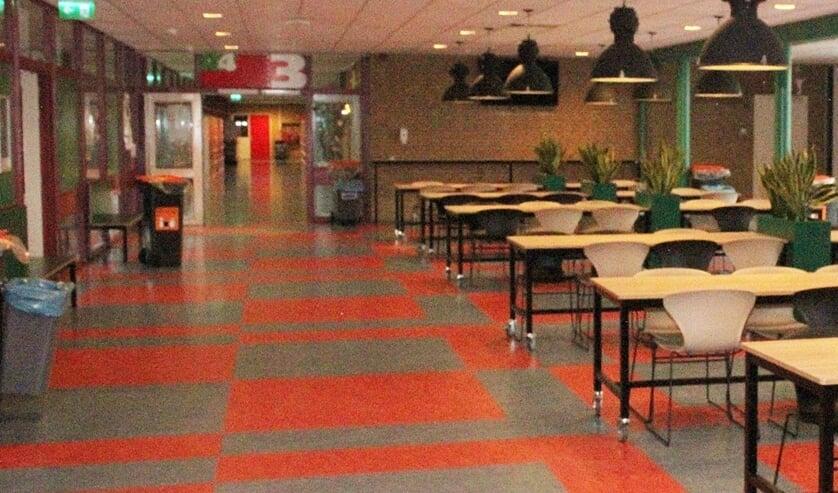• De lege eetzaal in het Willem de Zwijger College.