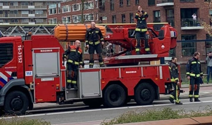 • Brandweer steunt de ziekenhuismedewerkers. (foto: Facebook/Groene Hart Ziekenhuis)
