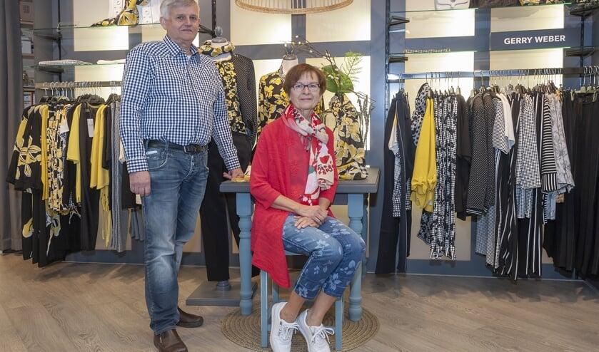 • Jaap en Annie Neven in de winkel.