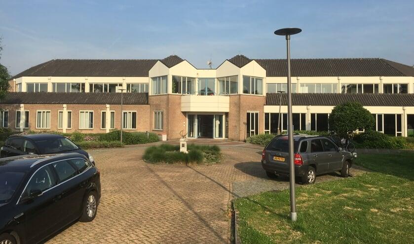 • Het voormalige gemeentehuis van Giessenlanden moet verbouwd worden tot tijdelijke huisvesting voor Molenlanden.