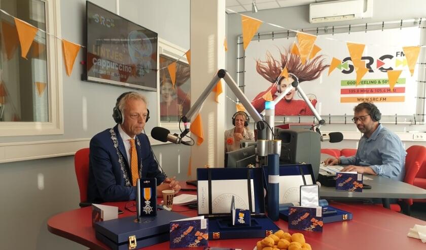 <p>&bull; Net als in 2020 zal burgemeester Sjors Fr&ouml;hlich de gedecoreerden bellen tijdens een radio uitzending.</p>