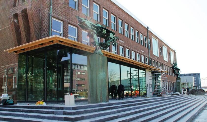 • De verbouwing van het gemeentehuis in Alblasserdam nadert zijn voltooiing.