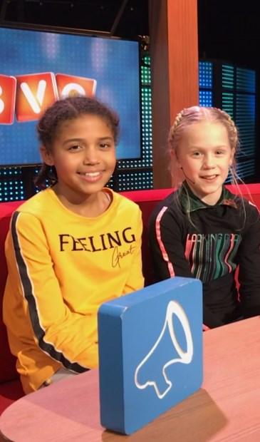 • Vriendinnen Lena de Vos en Anouk Igonoarhe zitten op hun vertrouwde bankje in de BVQ studio.
