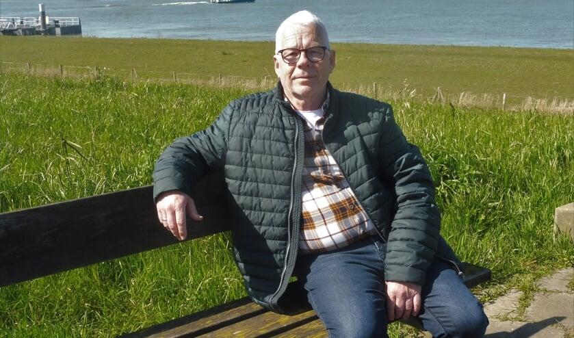 Piet Kramer op de Sasdijk, waar het monument voor de Merwedegijzelaars een plekje krijgt.