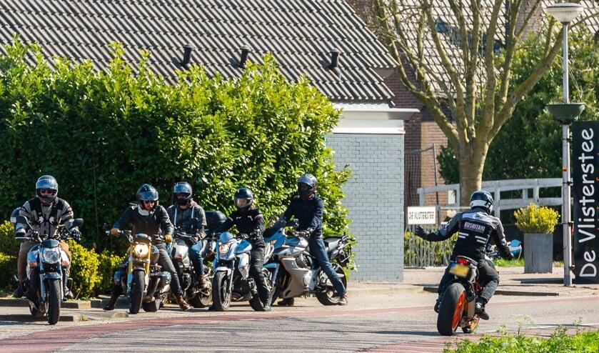 • 'Motorrijders zijn welkom, mits ze zich netjes gedragen', aldus Jan Dekker (CDA).