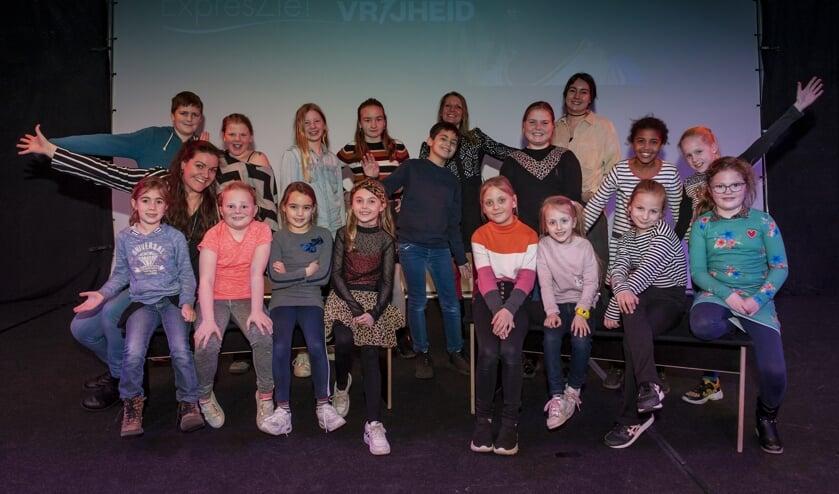 • De kinderen en begeleiders vanuit ExpresZie! tijdens de workshop van het Vrijheidslied.