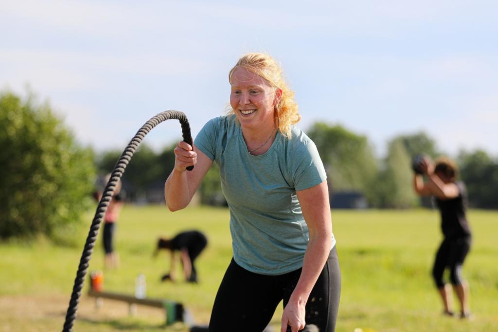 • Bootcamp in de openlucht bij Physio Fit in Hoornaar. Foto: Rick den Besten  © Alblasserwaard