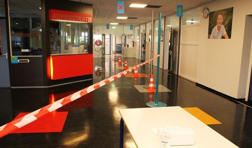 • Linten en borden moeten het schoolverkeer in goede banen leiden op CSG De Lage Waard aan de Vijzellaan in Papendrecht.