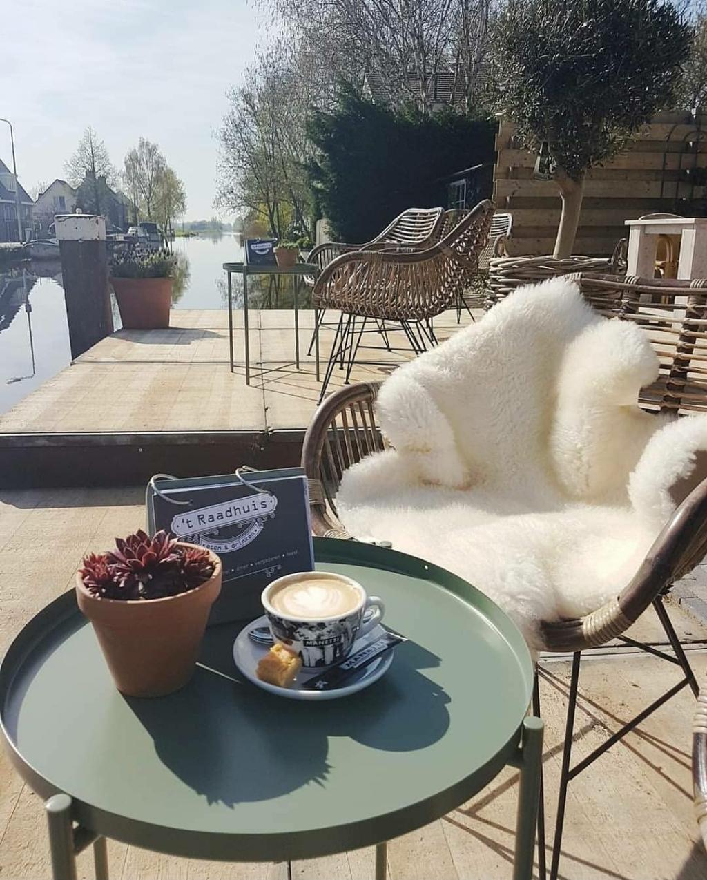 • Vanaf maandag 1 juni kunnen bezoekers weer terecht op het terras én in het restaurant van 't Raadhuis.