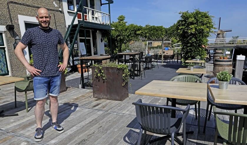 • Björn Boom van 't Raadhuis is blij met zijn ruime terras.