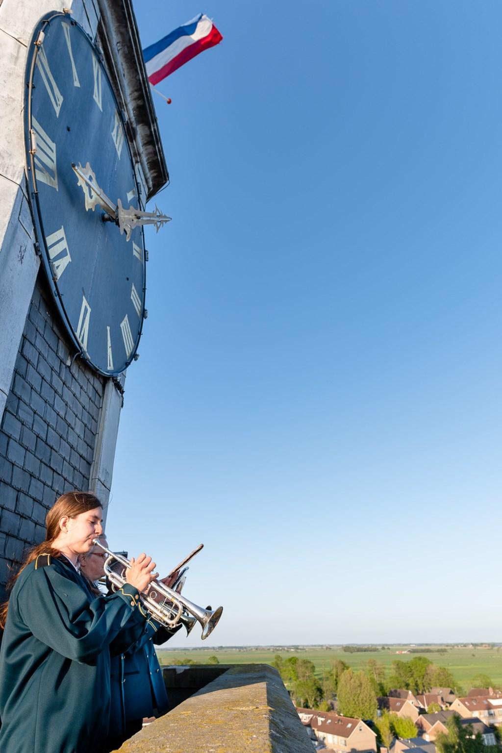 De familie Sparreboom speelt vanaf de kerktoren in Streefkerk. Foto: Marijke Verhoef © Alblasserwaard