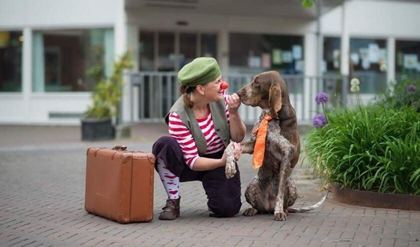 • Pippa met haar hond Lola.