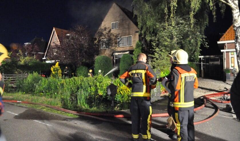 • Zaterdagochtend stond er een woning in brand langs de Kadijkselaan in Bergambacht. De bewoners wisten veilig buiten te komen.