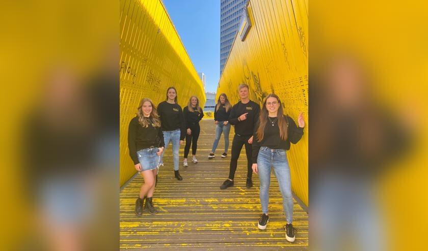 • De zes studenten van het project (van achter naar voren, links naar rechts): Quinty, Janine, Andrea, Joost, Jill en Darinka.