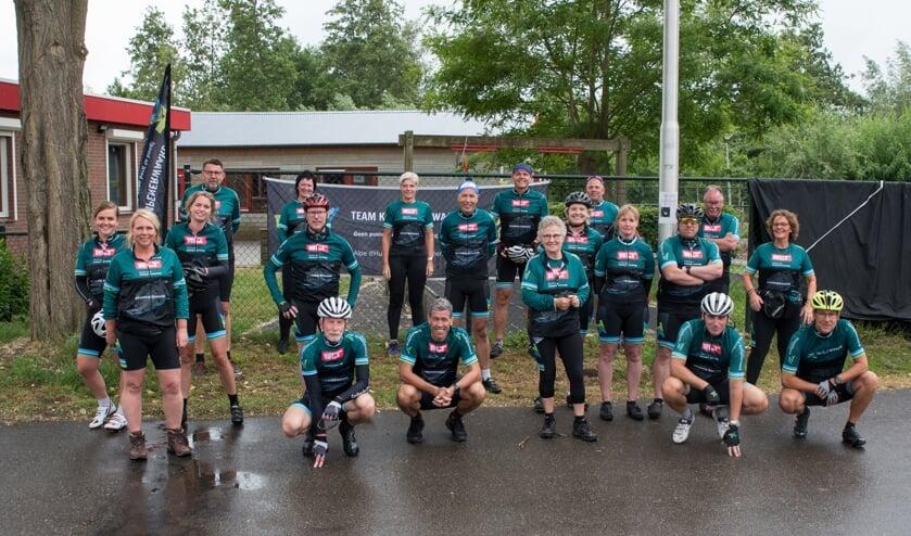 <p>&bull; Teamfoto van juni vorig jaar, toen Team Krimpenerwaard vanwege de afgelasting &#39;Alpe d&#39;HuZes Thuis&#39; organiseerde.</p>