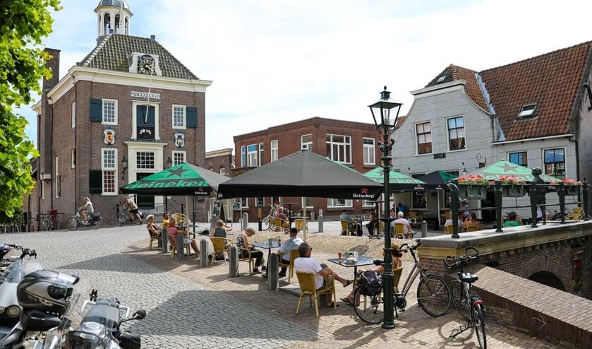 • Ook bij eetcafé De Dam in hartje Nieuwpoort ging het terras op Tweede Pinksterdag weer open.