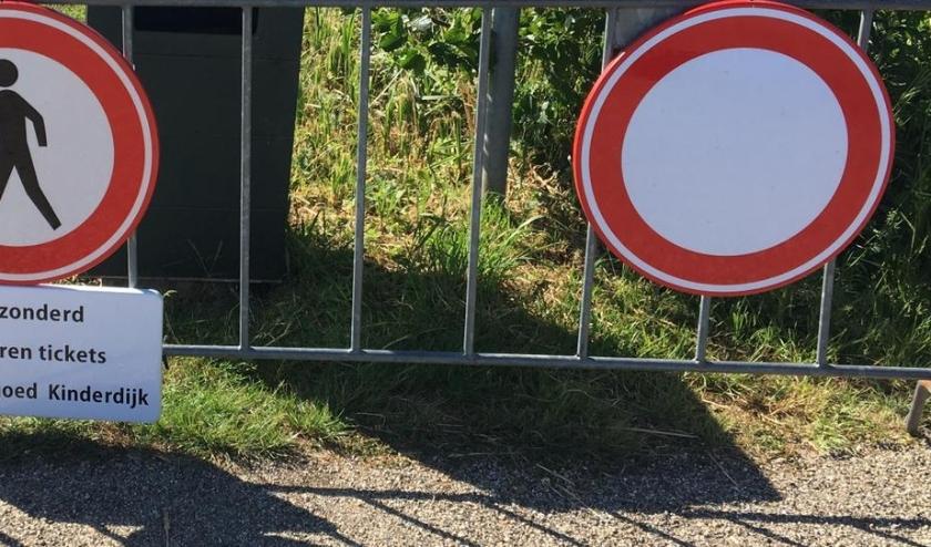 • De hekken voor het afsluiten van de Middelkade staan al gereed.