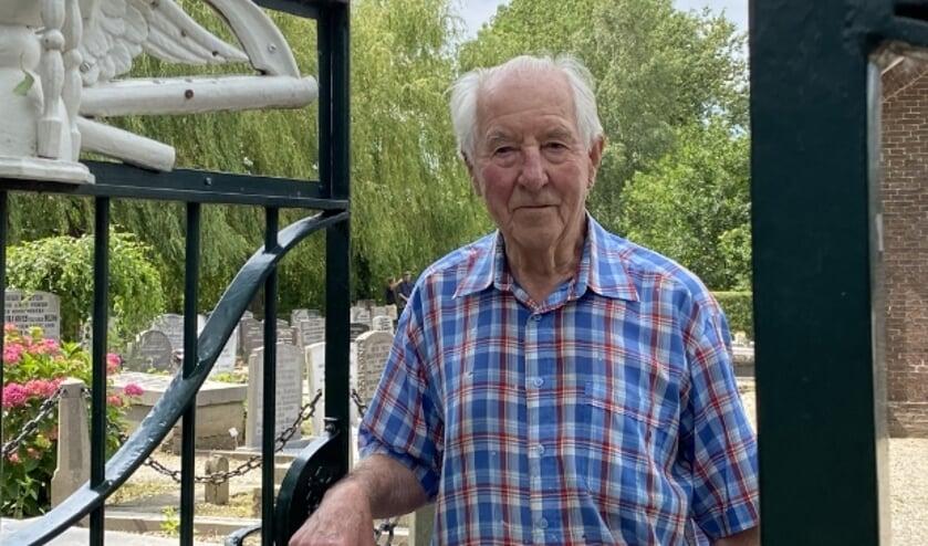 Beheerder Bonne van Ringelesteijn van de Hervormde Begraafplaats aan de Nieuwe Zandweg gaat met 'pensioen'.