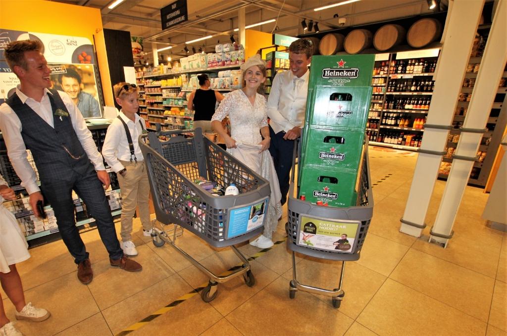 • William kwam met elf kratten bier bij de kassa.  Foto: Floris Bakker © Krimpenerwaard