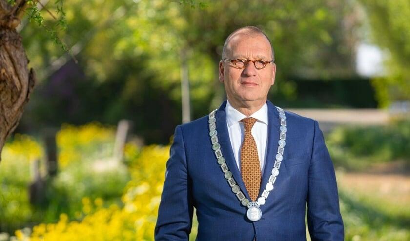<p>&bull; Theo Segers, burgemeester van Molenlanden.</p>