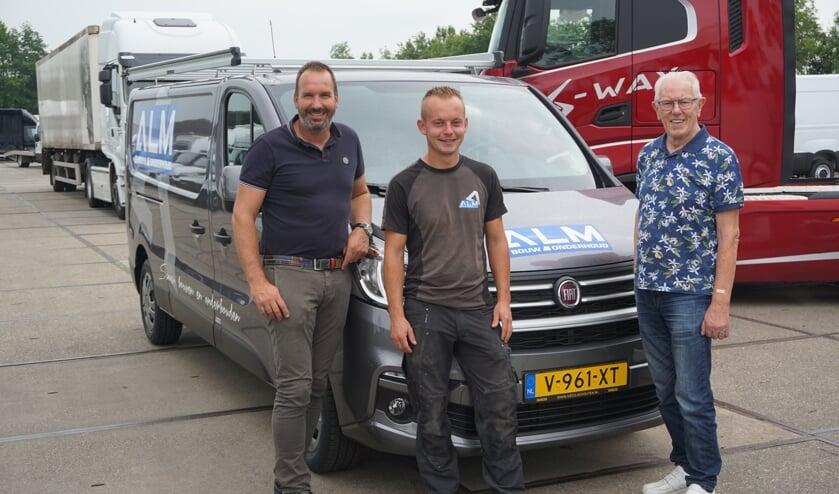 René Mooy van Almbouw neemt de 25ste Fiat-bedrijfswagen in ontvangst.