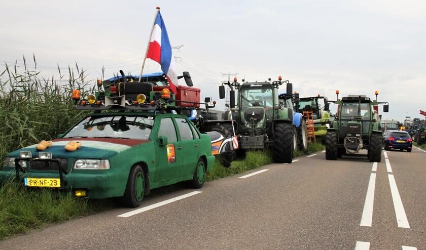 • Meer dan honderd tractoren stonden er langs de Zijdeweg in Ouderkerk aan den IJssel.