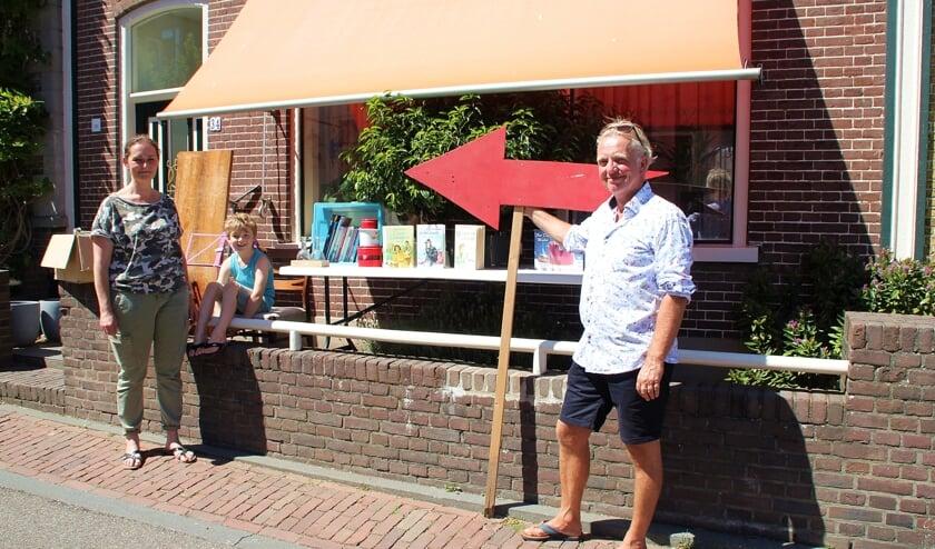 • Esther den Besten met haar zoon Neill en Thijs van der Wal.