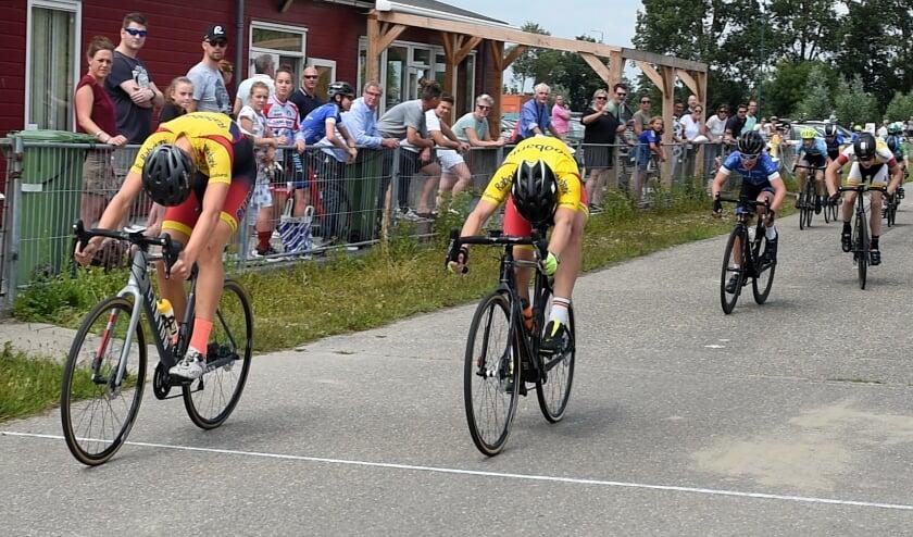 • Daan Hartog sprint naar de zege.