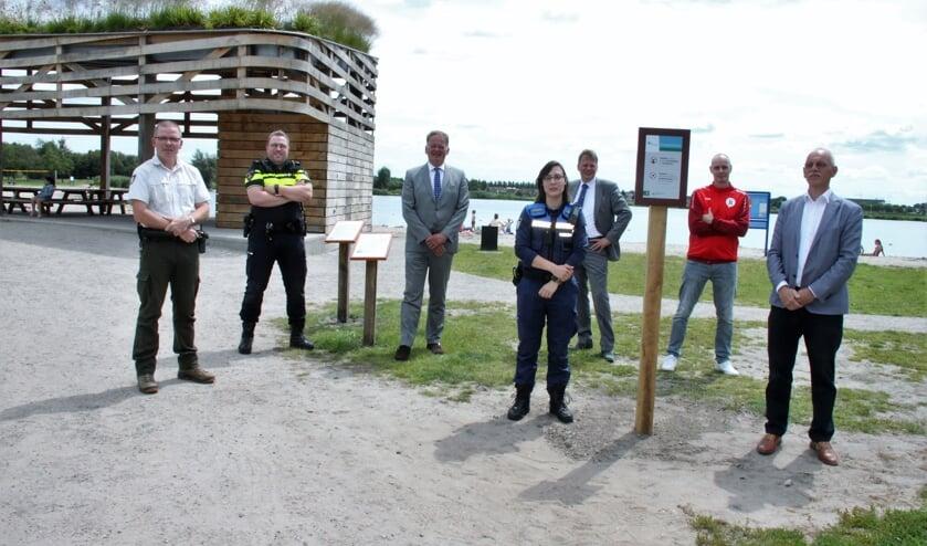 • De Groenalliantie, eigenaar van recreatiegebied Krimpenerhout, werkt nauw samen met gemeente Krimpenerwaard, politie, BOA's, jongerenwerk en Staatsbosbeheer om de veiligheid op en rond de surfplas te waarborgen.